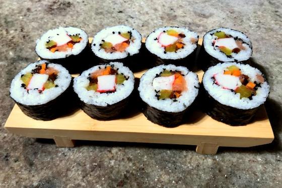Sushi Maki z Łososiem i Surimi